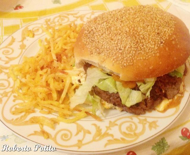Il panino con l'hamburger farcito