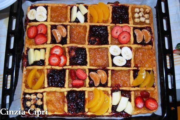 Guarnire con frutta fresca